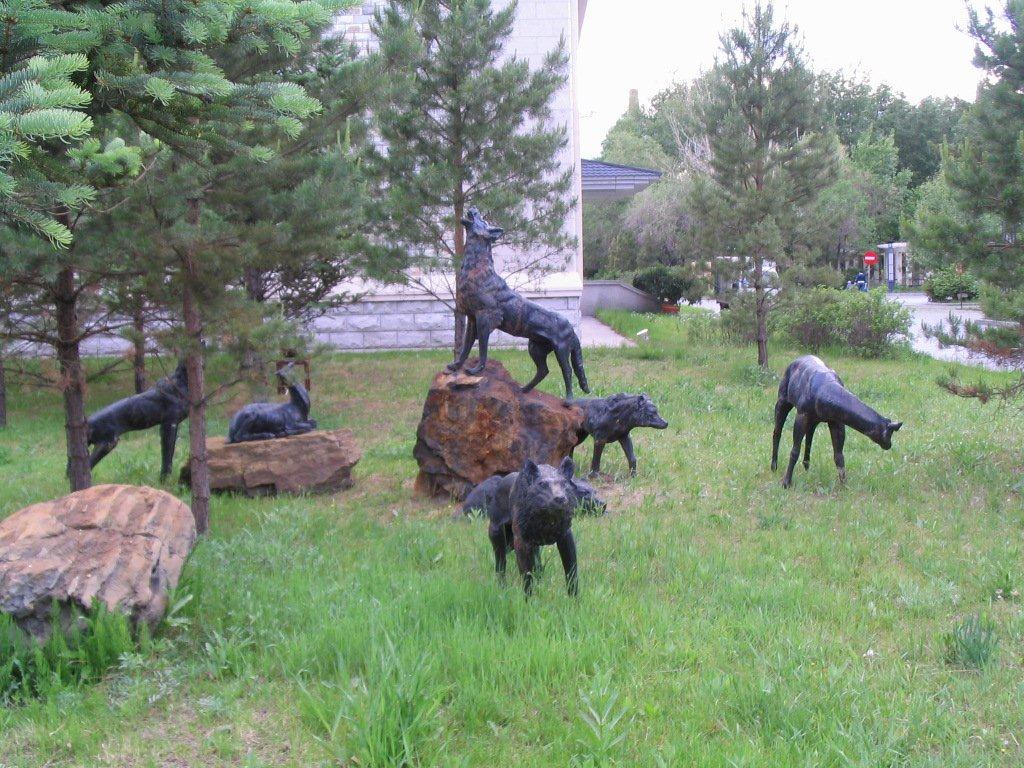 The wolf pack bronz statue of Hurunbeir Hotel, northern Inner Mongolia.